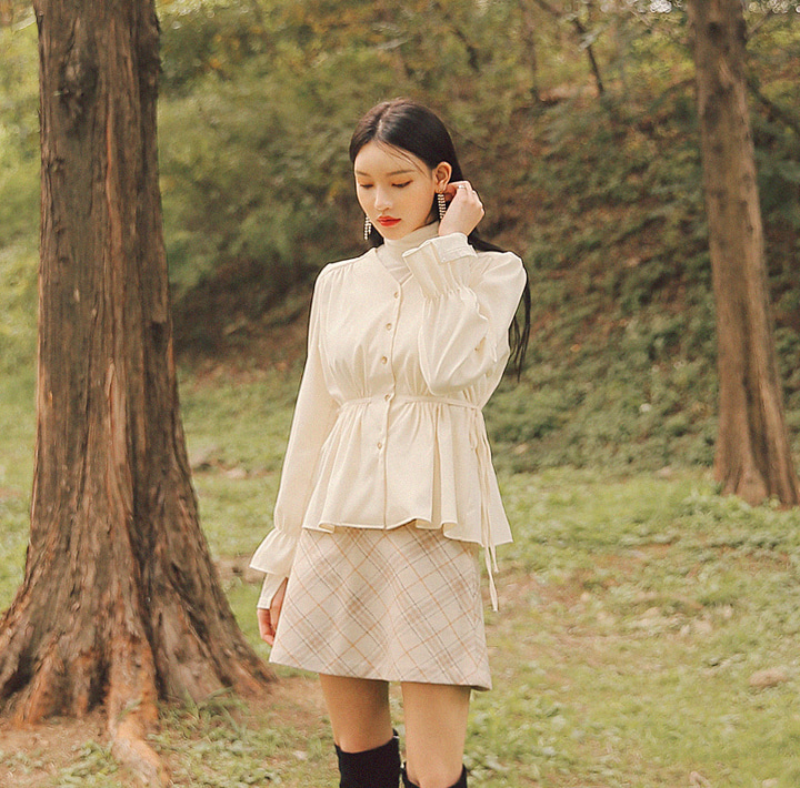[TOP] MOOD LINE STRAP SUEDE BLOUSE