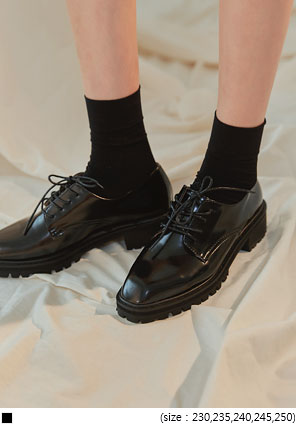 [SHOES] GLOSSY BLACK LOAFER
